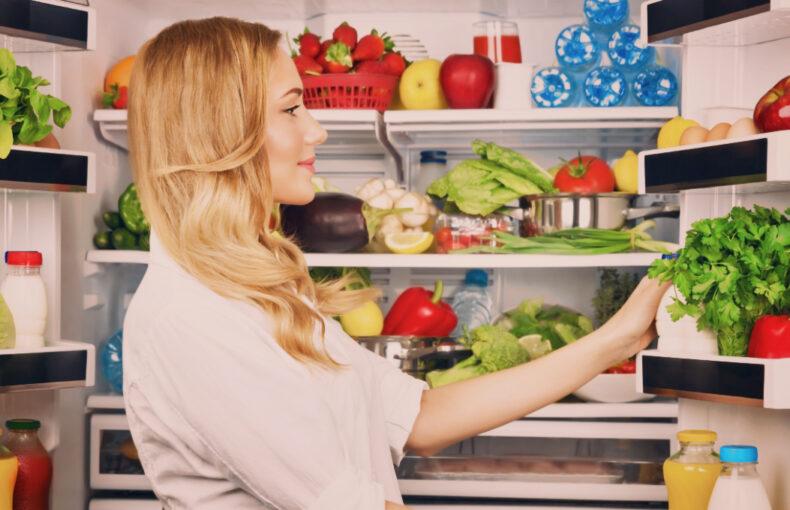 Vet du hur du organiserar ditt kylskåp så att maten håller sig fräsch längre
