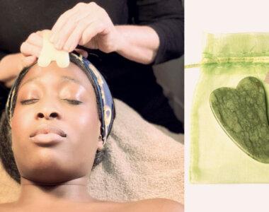 Kvinna genomgår gua sha-behandling med gua sha-kristall i grön jade
